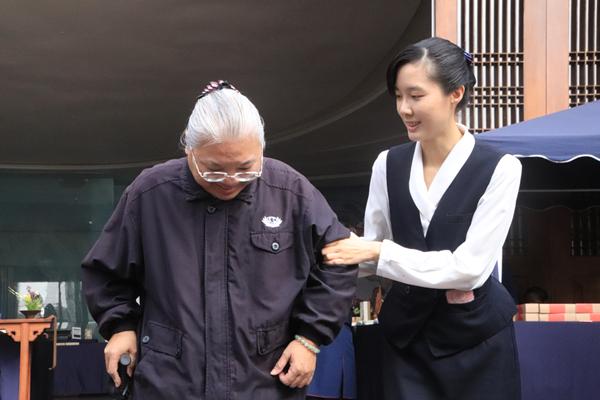 彰化揚善女孩余依潔 膚慰孤苦揚善心3.png