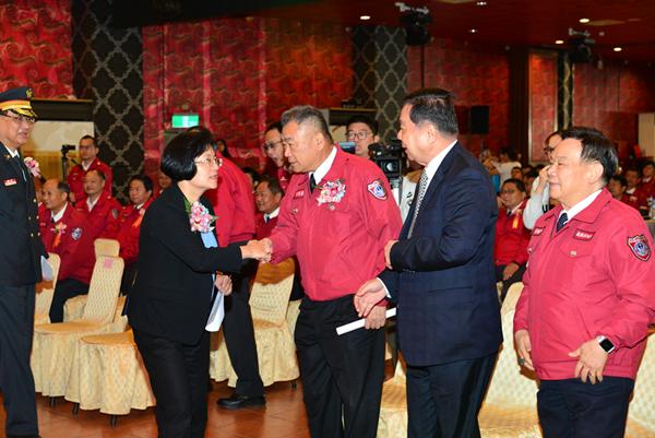 彰化縣119消防節慶祝表揚大會 王惠美表揚績優消防人員2.png