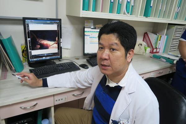 8旬老翁魚刺穿小腸 彰化醫院緊急動手術保命5.png