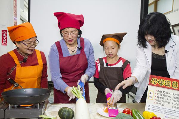 王惠美有約臉書直播教做年菜 彰化衛生局提供年菜食譜供下載5.png