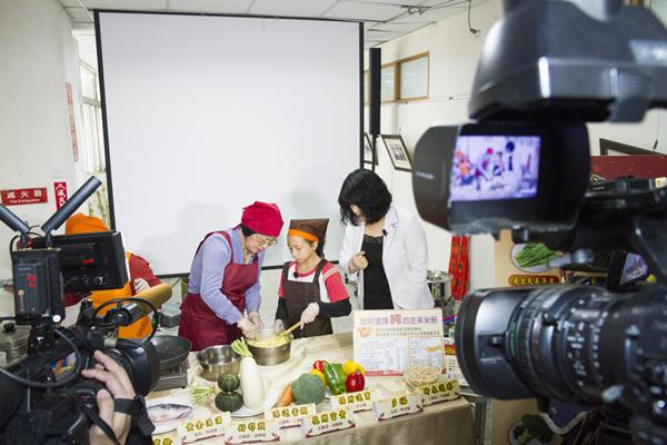 王惠美有約臉書直播教做年菜 彰化衛生局提供年菜食譜供下載3.png