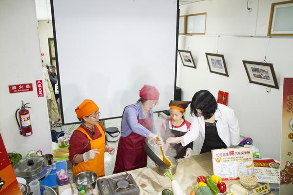 王惠美有約臉書直播教做年菜 彰化衛生局提供年菜食譜供下載7.png