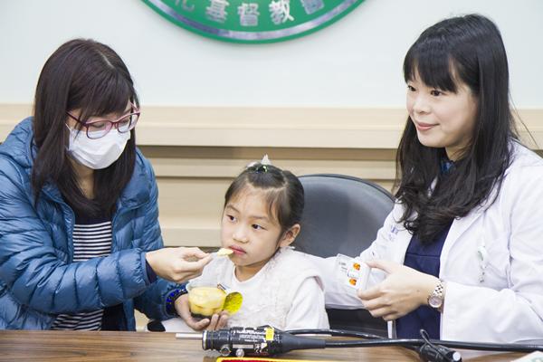 七歲女童矮人一截 膠囊內視鏡揪出「克隆氏症」元凶2.png