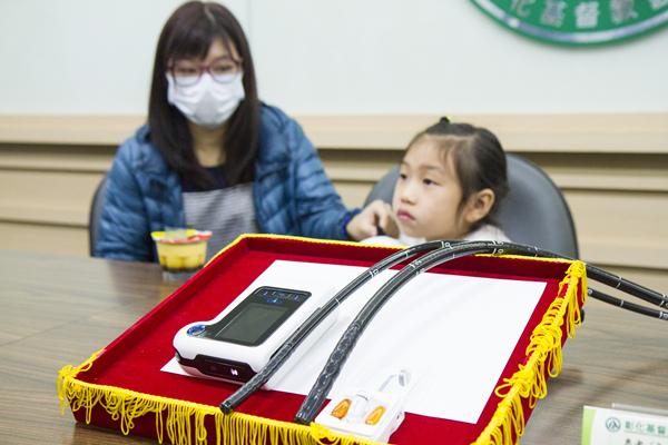 七歲女童矮人一截 膠囊內視鏡揪出「克隆氏症」元凶1.png