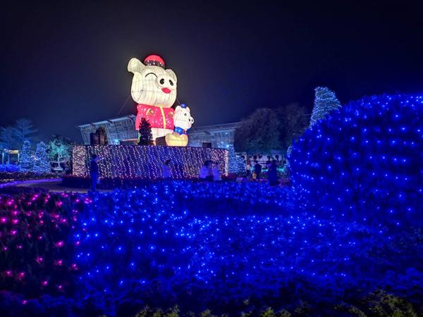 彰化燈會光雕秀點燈 花在彰化首日破8萬人到溪州公園4.png