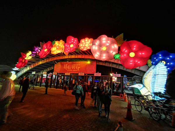 彰化燈會光雕秀點燈 花在彰化首日破8萬人到溪州公園2.png