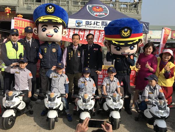王功機動派出所警察大頭人偶助陣 小小波麗士萌翻全場1.png