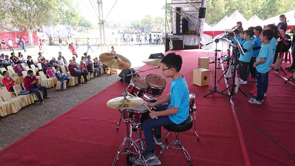 文德國小親子樂團展演 花在彰化溪州公園奏樂音2.png
