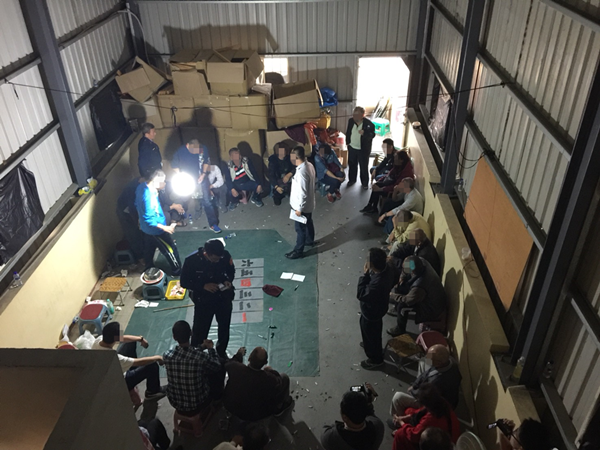 過年「連豆」大撈一筆 員林警分局破獲職業賭場逮35人2.png