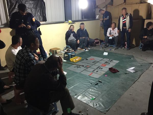 過年「連豆」大撈一筆 員林警分局破獲職業賭場逮35人1.png