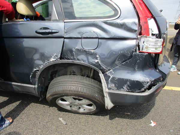 國道三號南下彰化市路段 3輛車連環追撞事故所幸僅2輕傷3.png