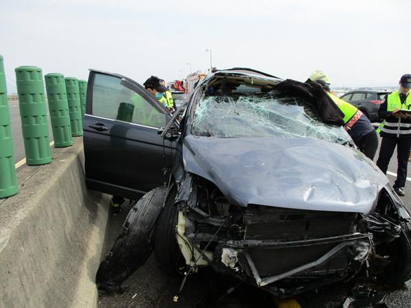 國道三號南下彰化市路段 3輛車連環追撞事故所幸僅2輕傷2.png