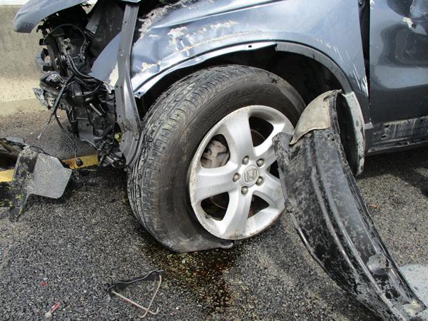 國道三號南下彰化市路段 3輛車連環追撞事故所幸僅2輕傷4.png