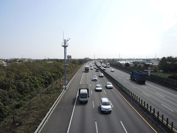 國道三號南下彰化市路段 3輛車連環追撞事故所幸僅2輕傷8.png
