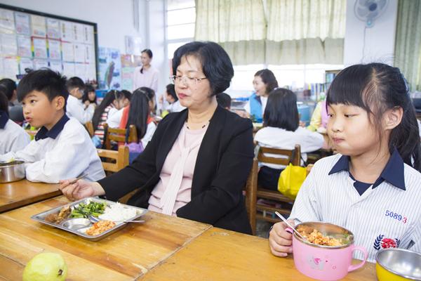 彰化縣免費營養午餐持續推動 朝向在地食材在地用保障青農銷路8.png