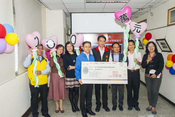 彰化企業有愛讓愛相傳 柯呈枋代表送愛捐贈1.png