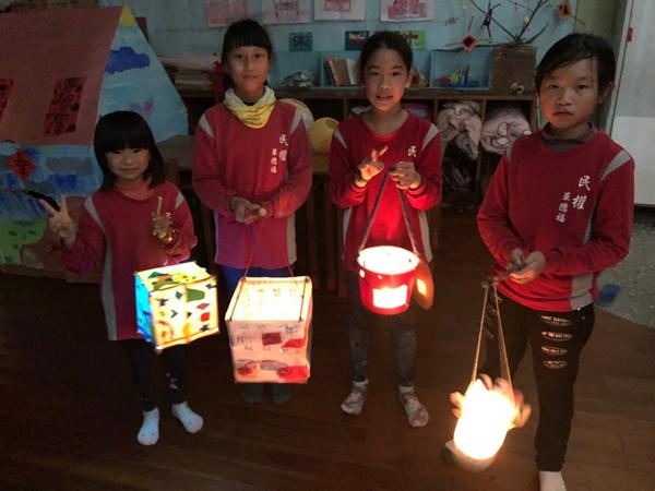 民權國小師生提燈籠遊五俊村 展現華德福全人教育的美好2.png