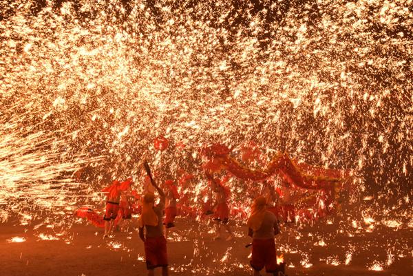重慶銅梁火龍現身彰化溪州公園 花在彰化元宵節燦爛閉幕2.png