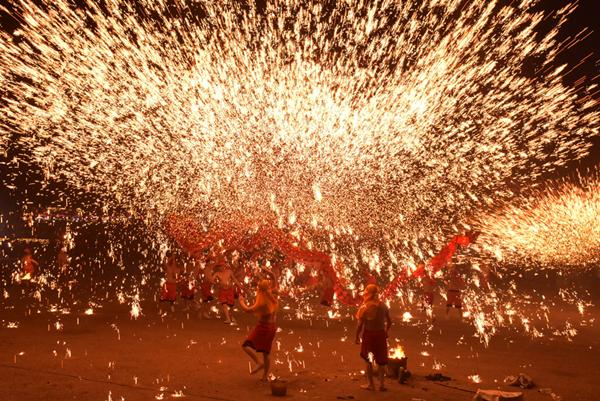 重慶銅梁火龍現身彰化溪州公園 花在彰化元宵節燦爛閉幕1.png