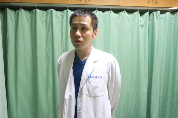 衛福部彰化醫院肝膽腸胃科主任楊智超說明C肝口服新藥健保給付全國限4萬名.png