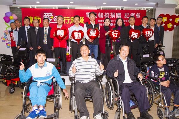 彰化愛心企業「轉動愛、行無礙」 伸仁紡織捐贈電動輪椅1.png