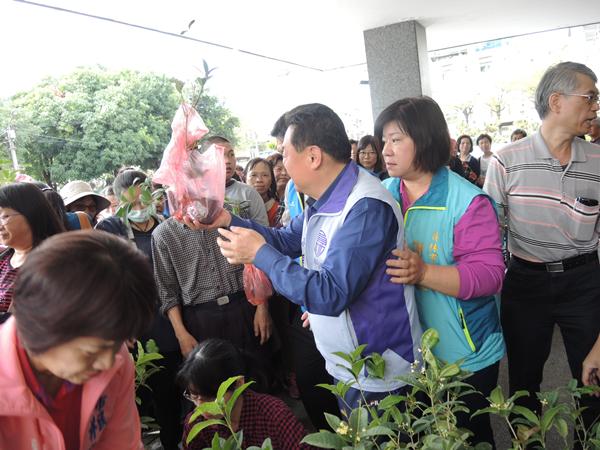 員林市公所響應植樹節 二千株樹苗兌換一空2.png