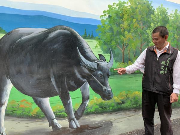 彰化市牛埔里巷弄彩繪圍牆 重現台灣早期牛耕文化1.png