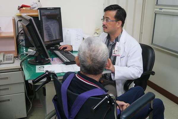 結核菌感染竟侵蝕老翁骨頭 彰化醫院收治罕見「肺外結核」1.png