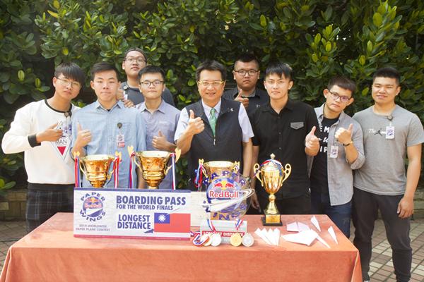 紙飛機玩出台灣之光 建國科大學生準備夢想成真1.png