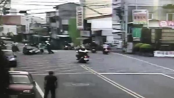彰化大村鄉一家加油站遭男子持刀搶劫 彰警1小時火速逮到人1.png