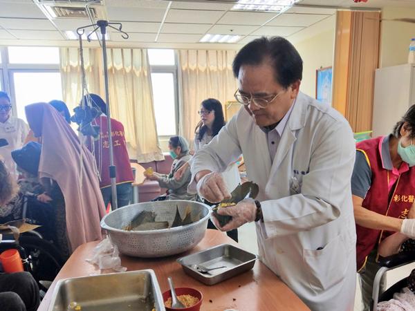 彰醫護理之家端午氣氛濃厚 營養師教你包「五行黃金開胃粽」1.png