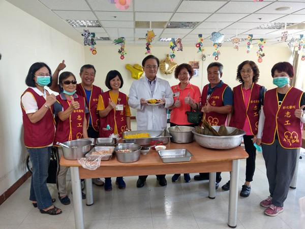 彰醫護理之家端午氣氛濃厚 營養師教你包「五行黃金開胃粽」2.png