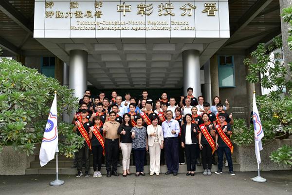 中彰投分署13位國手將出征第45屆國際技能競賽 許銘春南下打氣2.png