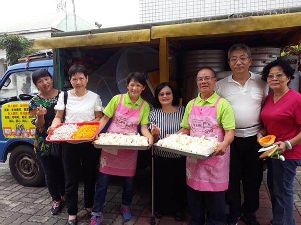 台南林波夫婦環島做公益 手作饅頭的溫度讓喜樂憨兒笑開懷1.png