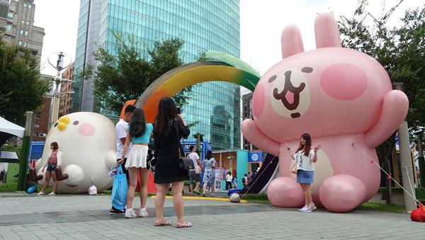 卡娜赫拉超萌現身台中草悟廣場 迪士尼公主一同夢幻登場2.png