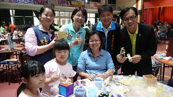 彰化市公所舉辦腳踏車馬賽克拼貼親子DIY創作 矽品公司贊助促進親子感情2.png