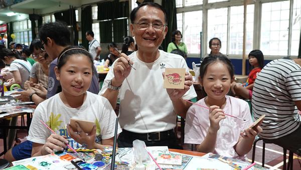 彰化市公所舉辦腳踏車馬賽克拼貼親子DIY創作 矽品公司贊助促進親子感情3.png