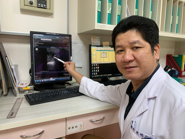 彰化婦人撞傷意外發現乳癌 醫師籲年過30該注意乳房變化1.png