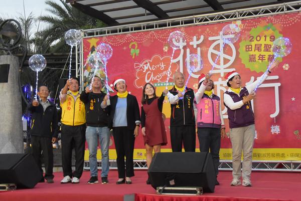 田尾聖誕嘉年華花車遊行 甜心歌手李芯芮歌聲中耶誕點燈1.png