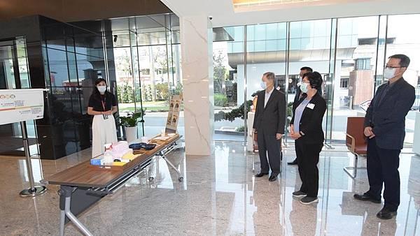王惠美參訪SDI文具公司 關心企業及員工防疫措施2.jpg