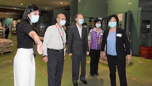 王惠美參訪SDI文具公司 關心企業及員工防疫措施1.jpg