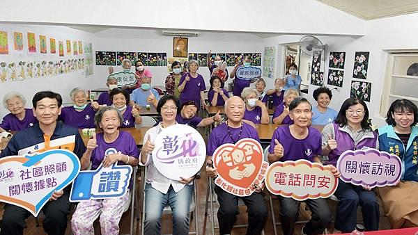 社區照顧關懷據點訪視 王惠美與長輩齊共餐1.jpg