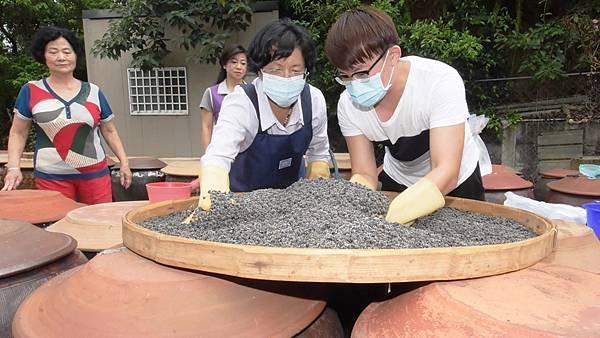 古法黑豆釀製醬油 員林新合順醬園工廠參訪1.jpg