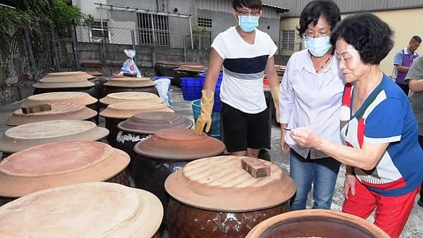 古法黑豆釀製醬油 員林新合順醬園工廠參訪2.jpg