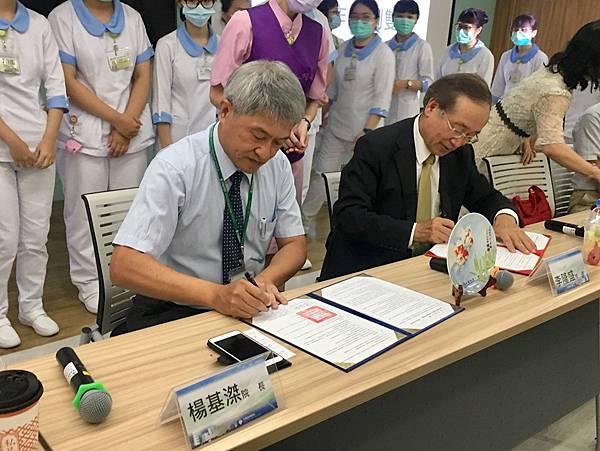 秀傳與中臺科大產學合作 培育醫療照護人才2.jpg