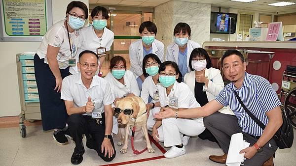 彰基兒童醫院醫療輔助犬 療癒病童身心靈1.jpg