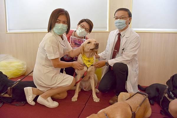 彰基兒童醫院醫療輔助犬 療癒病童身心靈2.jpg