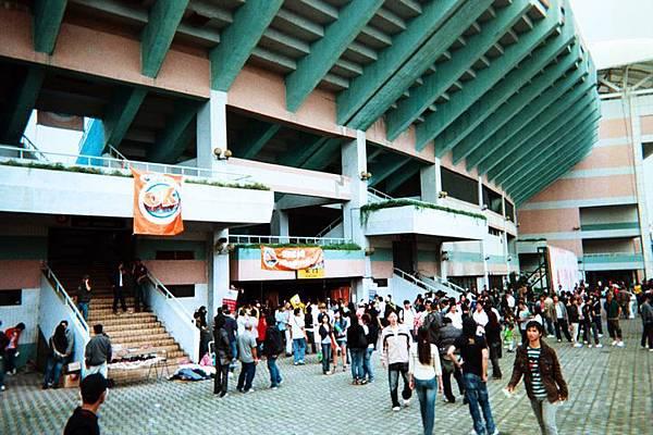 Outside Taoyuan Gym