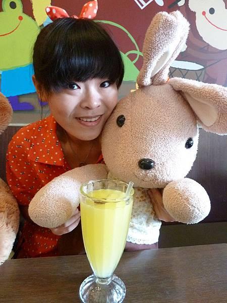 兔兔喝果汁^^
