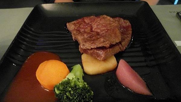主菜*陶板香煎牛肉
